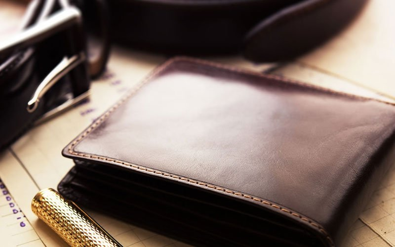 how to choose the perfect mens wallet