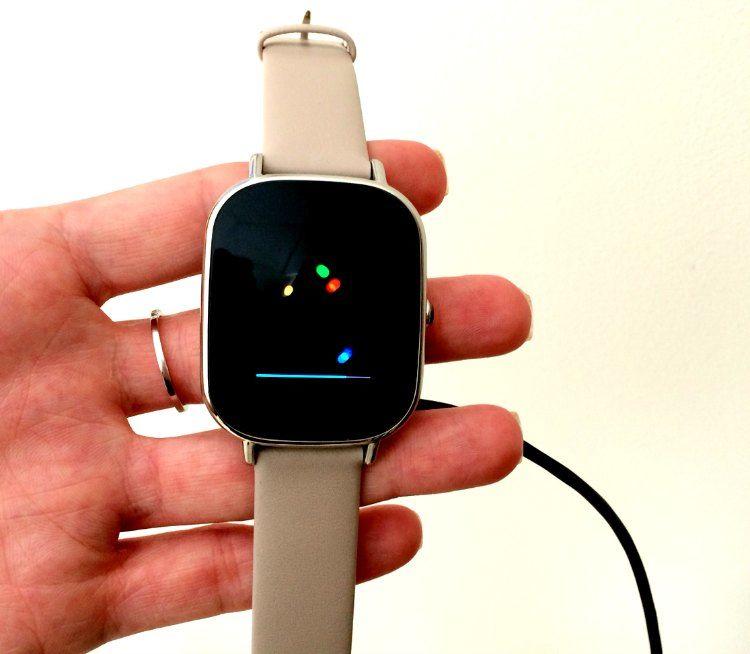 Asus ZenWatch 2 startup