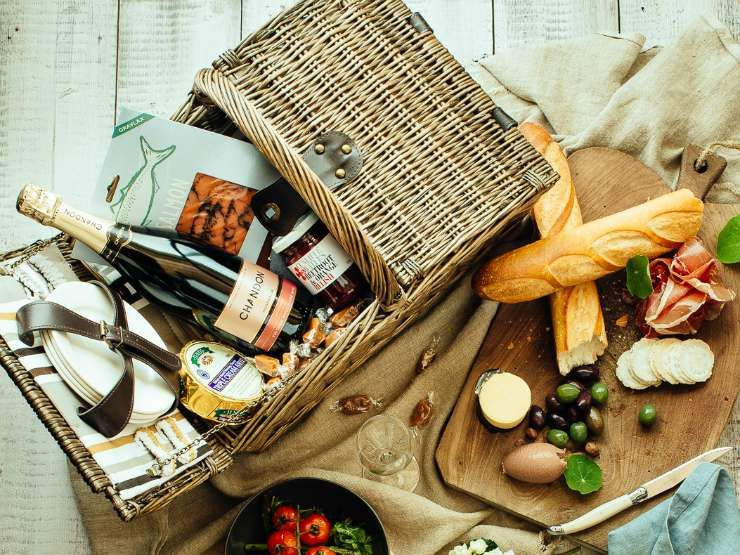 How To Pack Your Own Picnic Hamper for the races