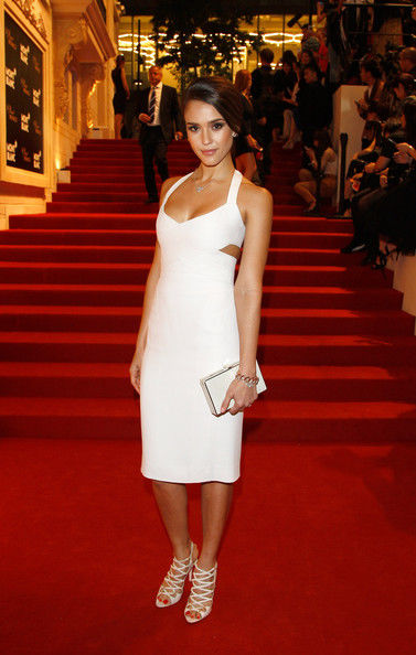 66c29b2557c1a Jessica Alba In Narciso Rodriguez | Classy Outfit Ideas | What To ...