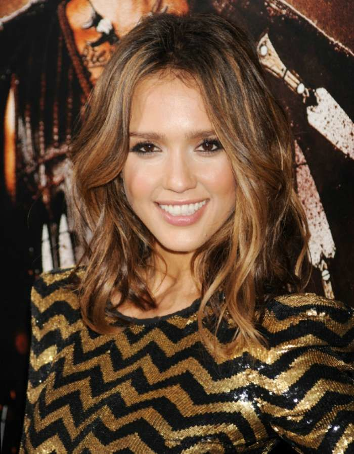 Jessica Alba looks radiant in her golden-dipped wavy lob. Image: http://www.blackhairstyle.com/