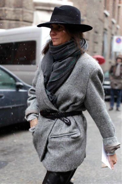 Keeping warm in style via chunky greys and a stylish hat