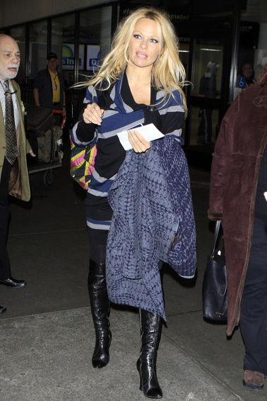 Pamela+Anderson+Pamela+Anderson+Arriving+Flight+yxiaftAMtoll
