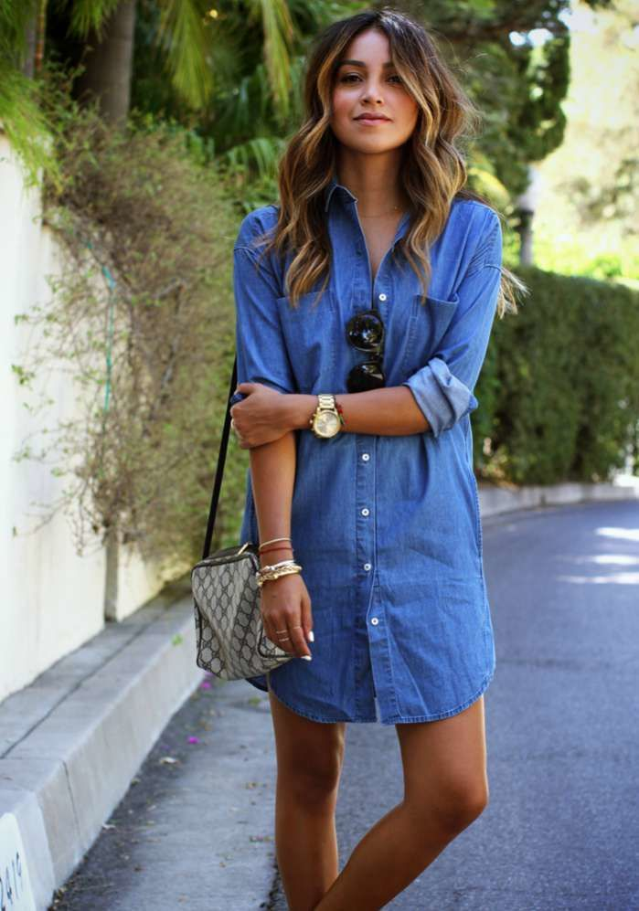 Julie Sarinana 'Sincerely Jules' teams a classic denim shirt dress with apre-loved Gucci cross-body bag. Image: www.justthedesign.com