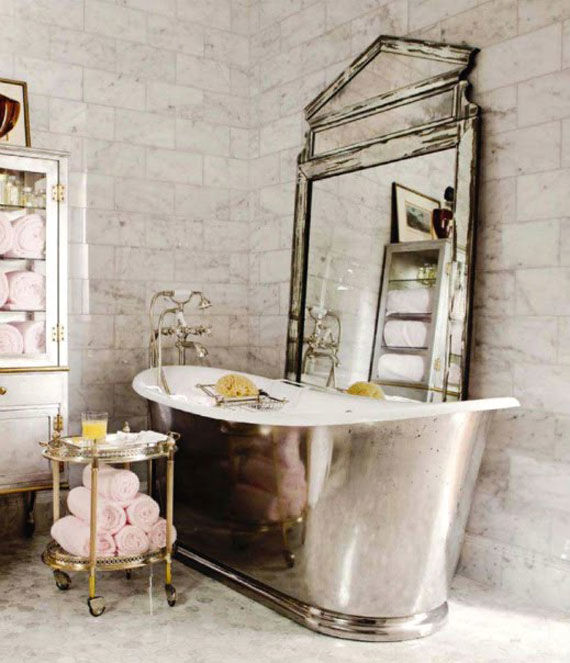 25 beautiful bedrooms you would never want to leave for Vintage bathroom wallpaper designs