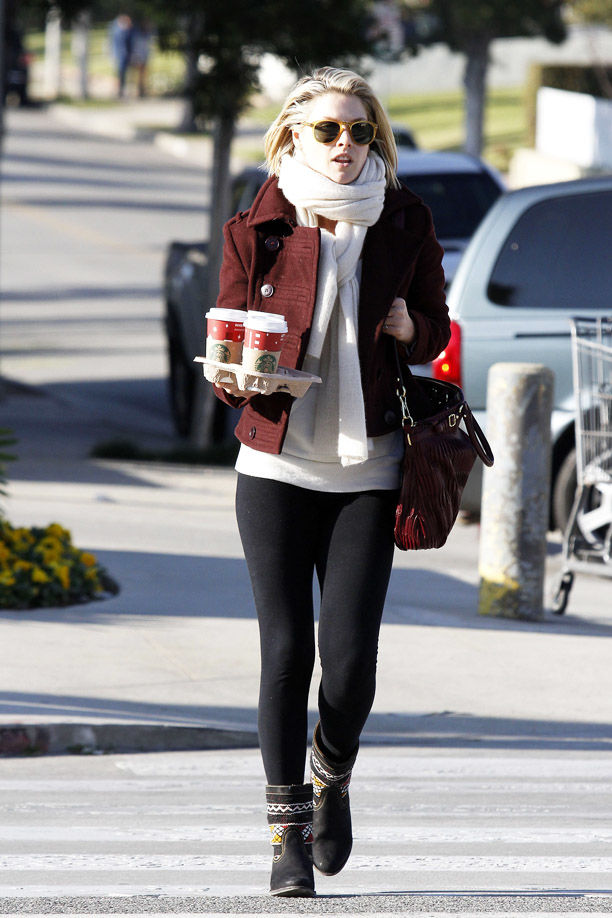 **EXCLUSIVE** Actress Ali Larter is spotted going to Starbucks for a coffee run in Santa Monica