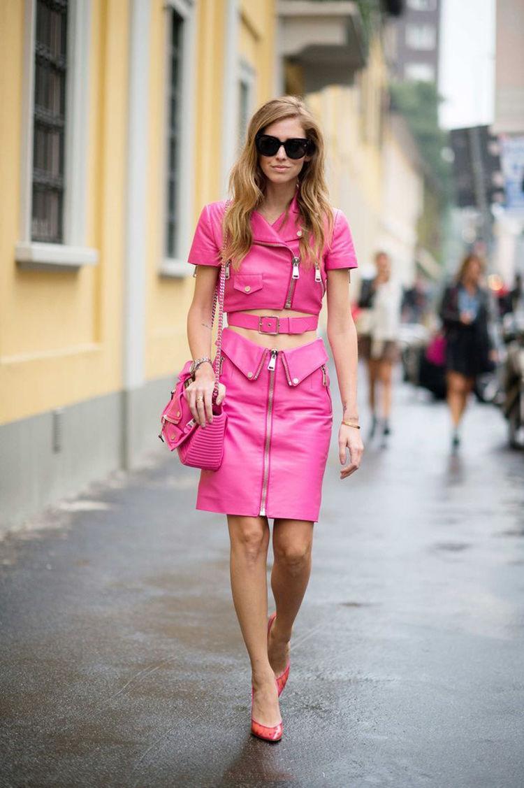 chiara ferragni street style pink moschino