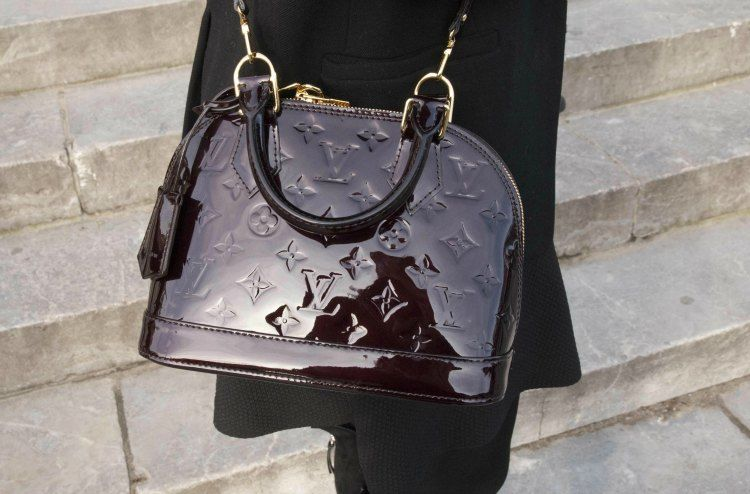 How to buy a designer handbag