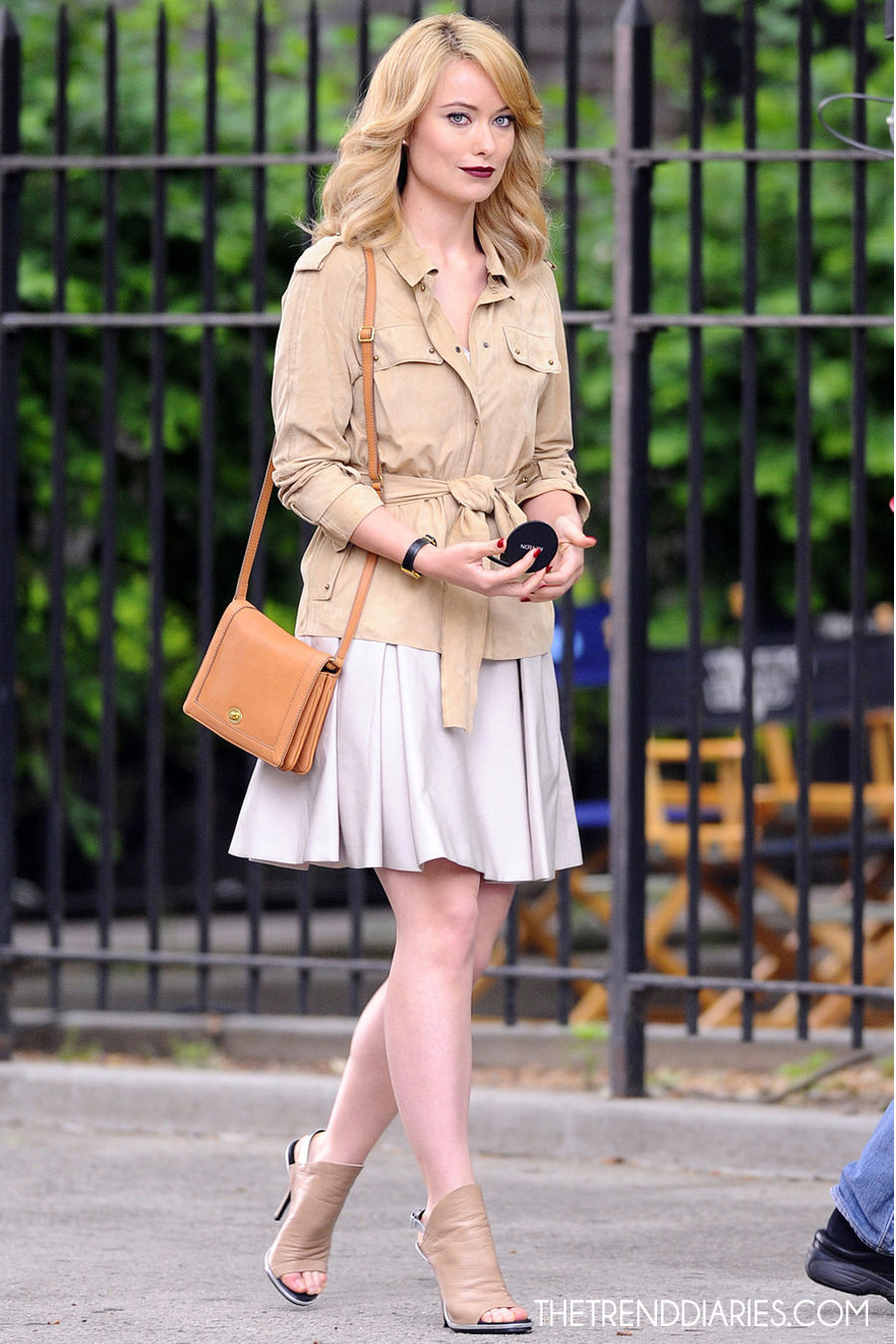Olivia Wilde Shooting A Revlon Commercial Breakfast With Audrey Outfit Ideas What To Wear