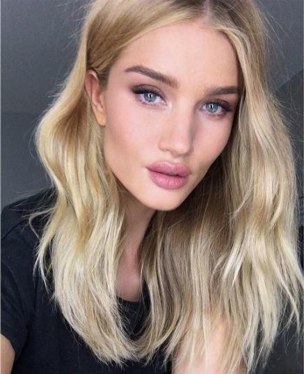 rosie-huntington-whiteley-selfie
