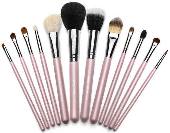 set-of-makeup-brushes