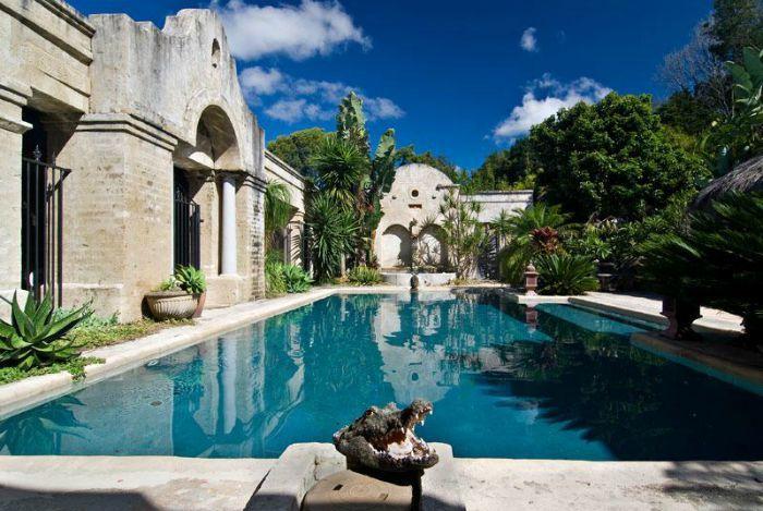 the riad pool in byron bay