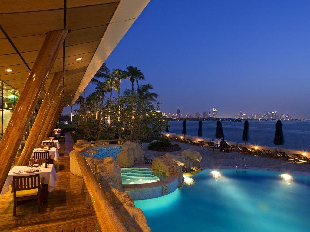 travel-inspiration-burj-al-arab-breakfast-area-at-night