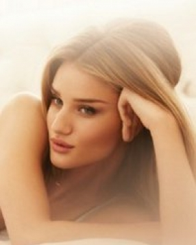 Rosie Huntington-Whiteley To Launch Lingerie Line
